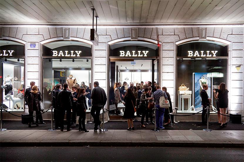 Очередь на распродажу в магазине Bally