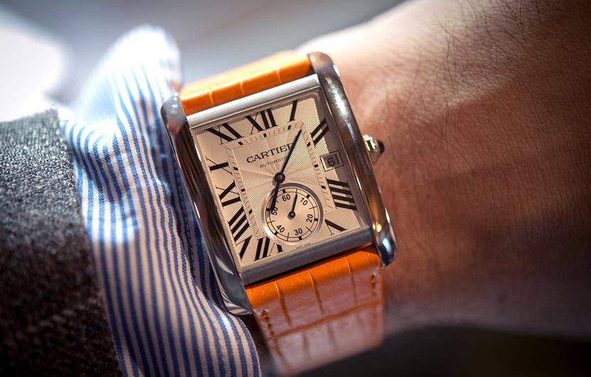 Легендартные часы Cartier Tank  MC стоимостью около 300 000 рублей не в золотом исполнении