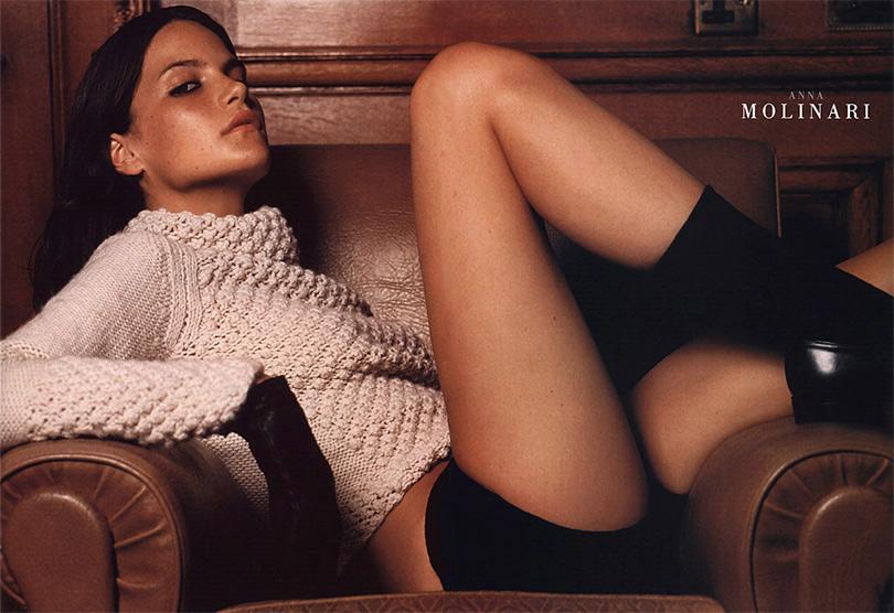 Реклама женской одежды Anna Molinari
