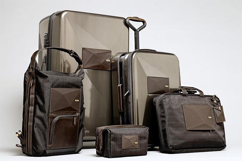 На фото — коллекция сумок для багажа Tumi