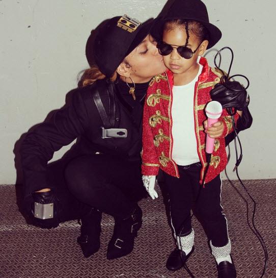 Бейонсе с дочкой на Хэллоуине 2014