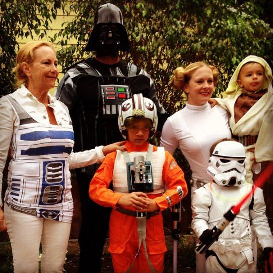 Меллиса Харт с семьей на Хэллоуин 2014