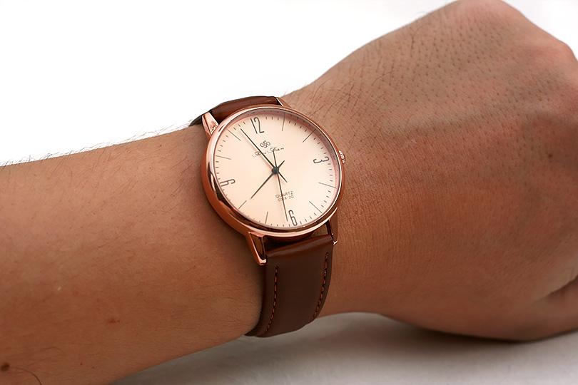 Ещё вид как часы смотрятся на руке