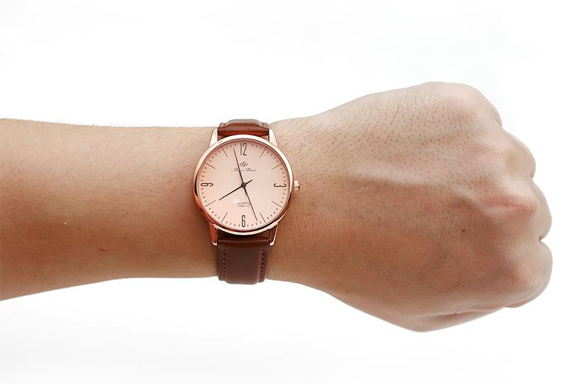 Вот так смотрятся мужские часы на руке